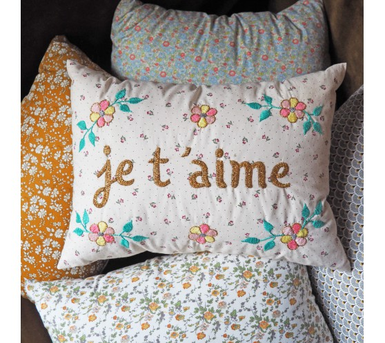 COUSSIN PETITES FLEURS BLANCHES BRODE...