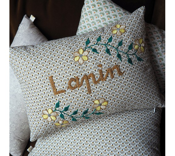 COUSSIN GRIS BRODE LAPIN